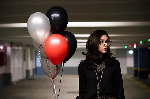 Lietajúce balóniky naplnené héliom