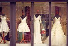 Je viacero možností, kde môžete čerpať inšpiráciu pri výbere svadobných šiat, jednou z nich sú svadobné salóny