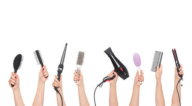 Kefy, žehličky a fény na vlasy
